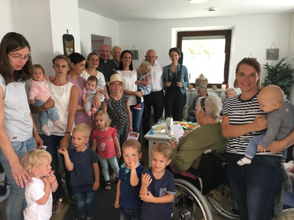 Minikirche zu Besuch bei Biberbacher Seniorenwohngemeinschaft